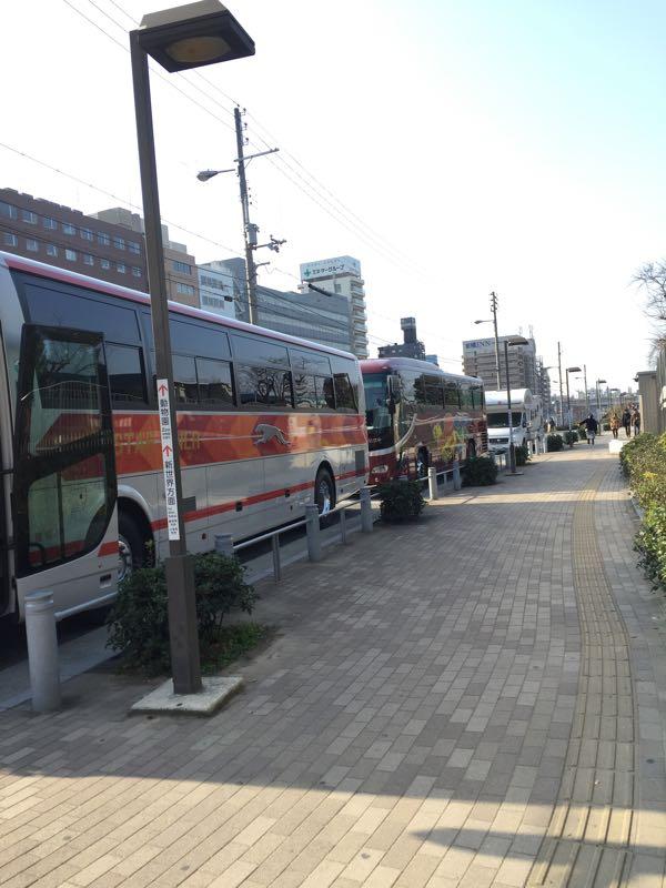 バス駐車場にまぎれるバーストナー