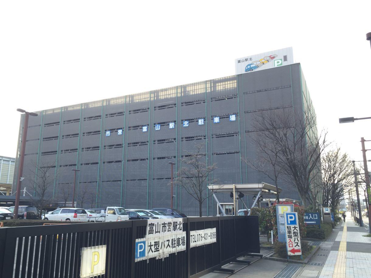 富山駅北口の駐車場