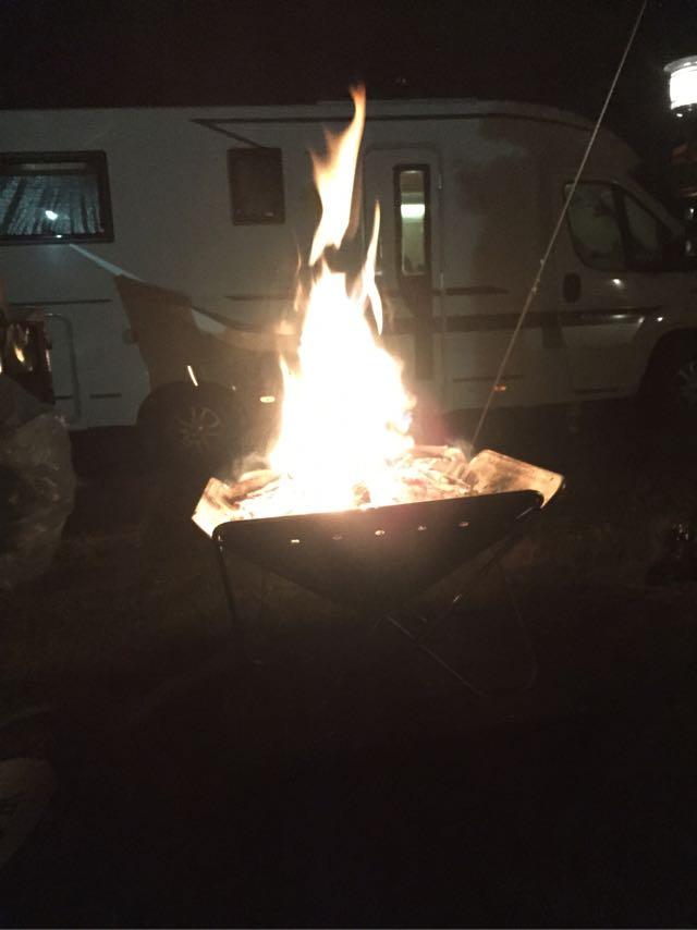 モーターホームでキャンプ
