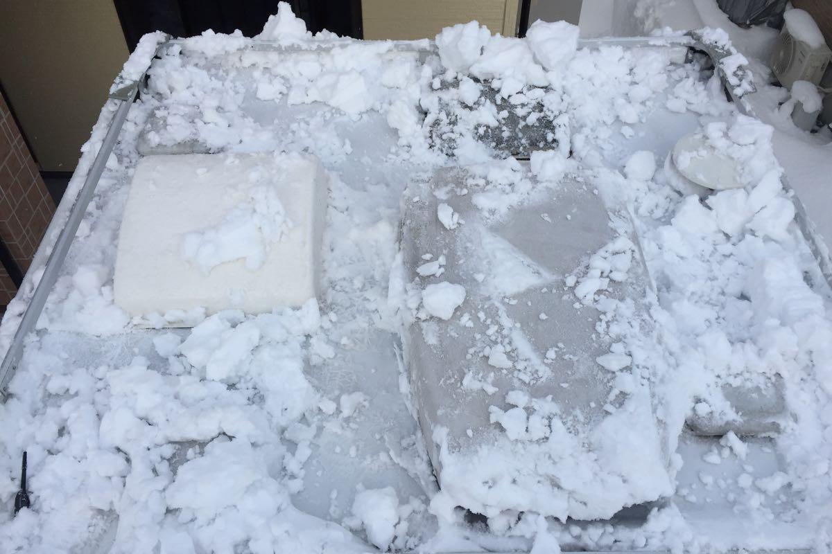 キャンピングカーの雪下ろし