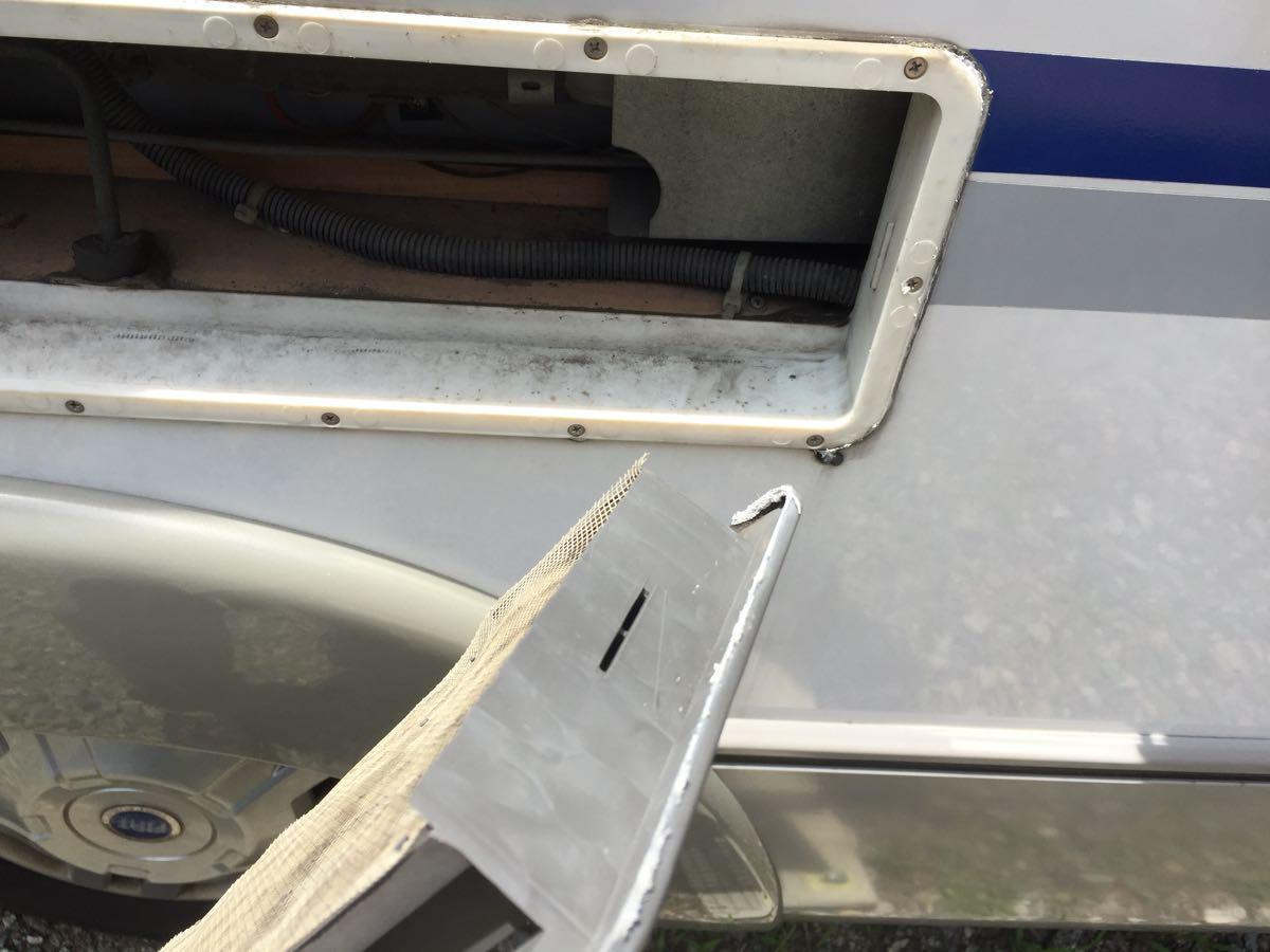 Dometic製3WAY冷蔵庫のオリフィス掃除