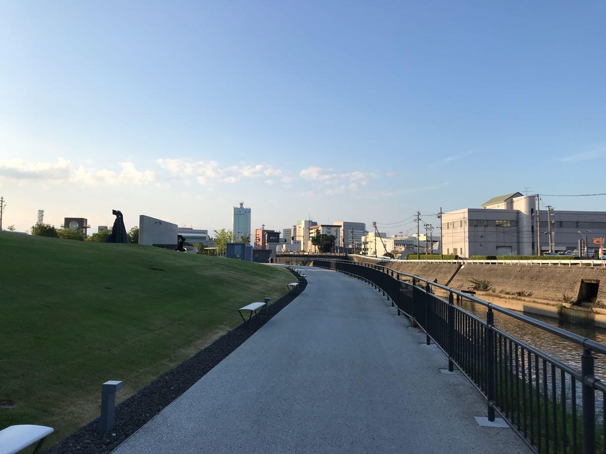 富山県美術館の周りをお散歩