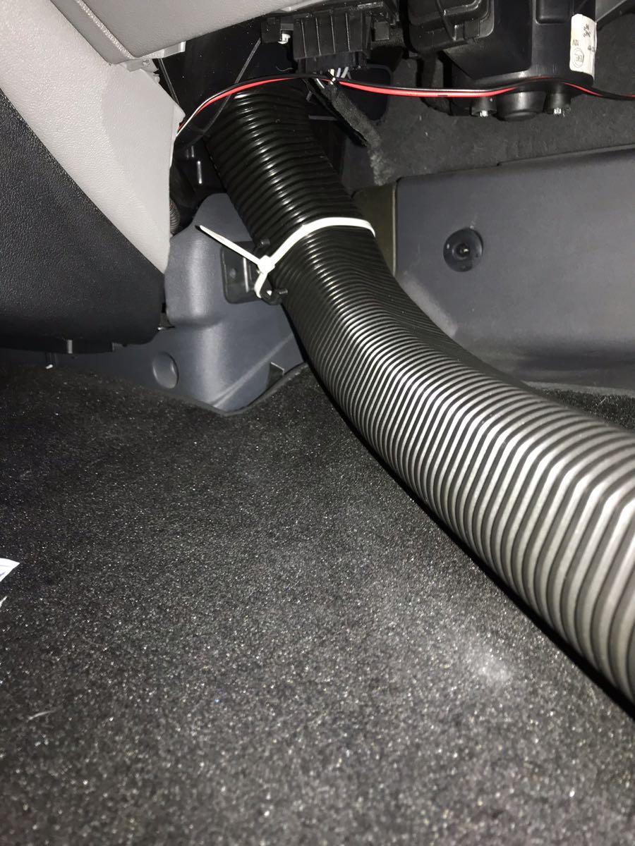 DUCATOの暖房の足元吹き出し口