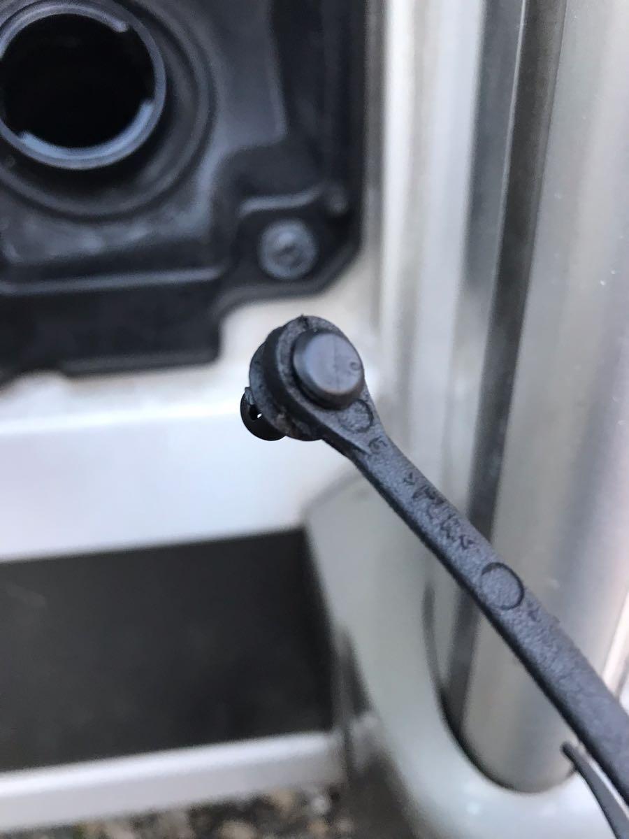 DUCATOの給油キャップのヒモ