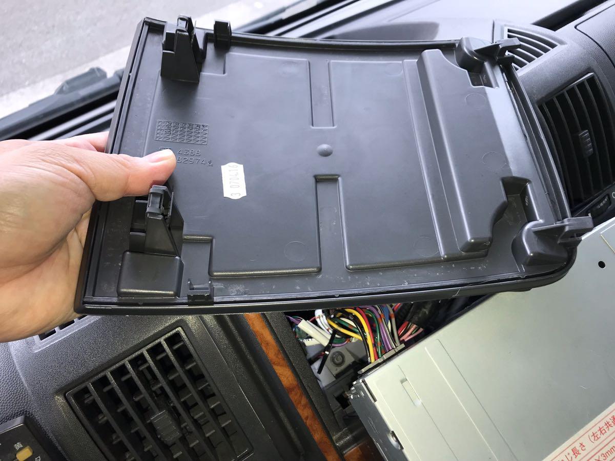 DUCATOのスマホ・タブレットホルダーを取り付ける