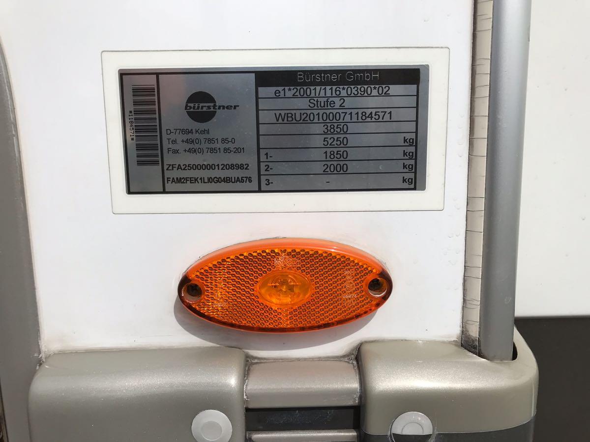 キャンピングカーの重さを測る
