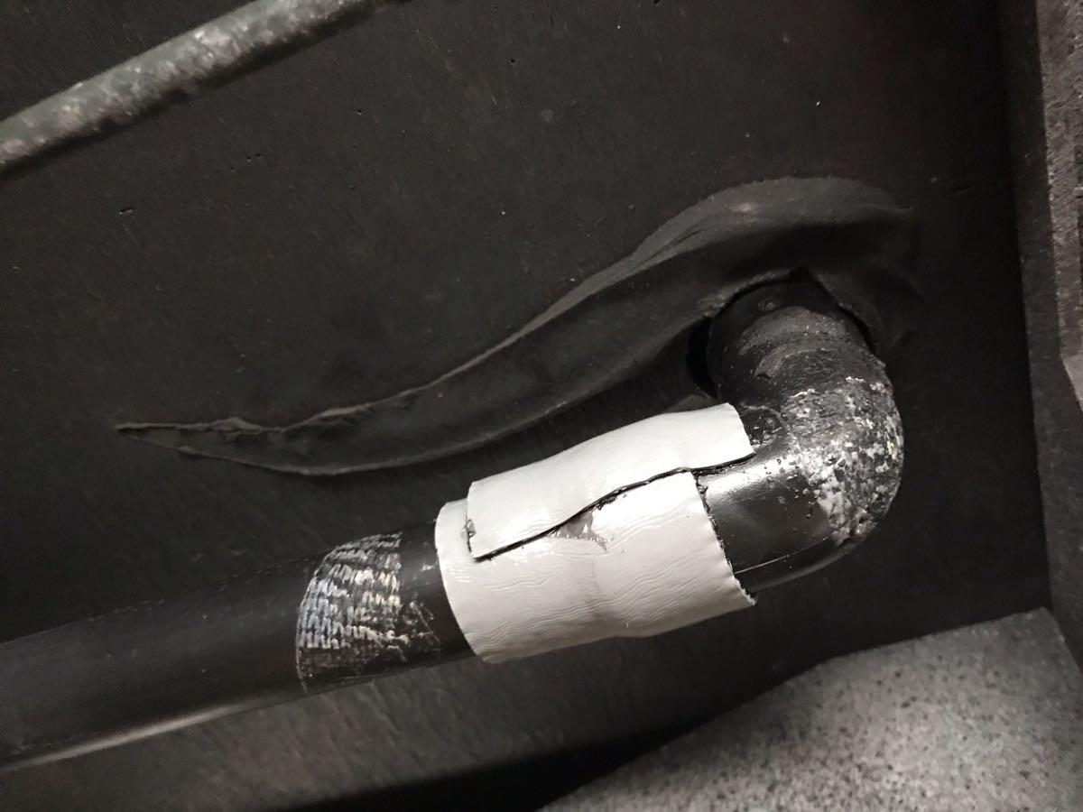キャンピングカーの配管補修