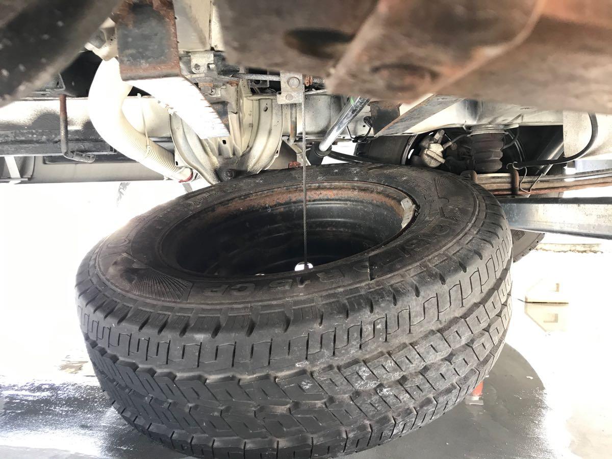サイドブレーキが凍って解除できない